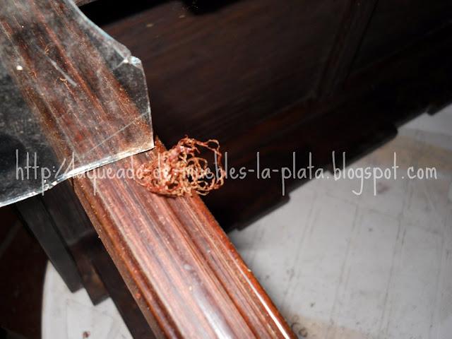 Quitar el lustre de un mueble con vidrio