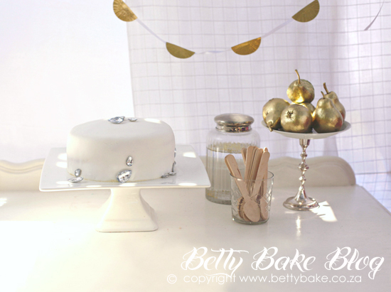 bling party, gold cake, sparkly, shiny, glitter, ombre cake, pink cake,