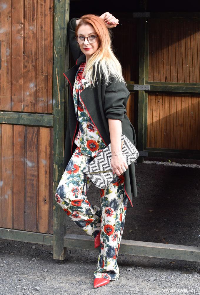 Kompletter Look aus Pyjama Hose und Pyjama Jacke
