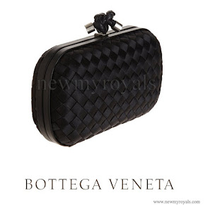 Queen Letizia Carried Bottega Veneta black knot intrecciato satin clutch