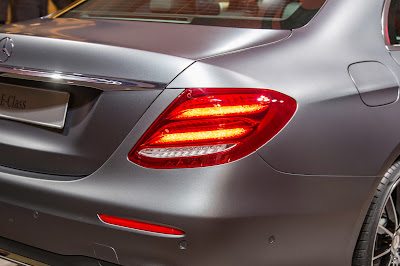 Mercedes-Benz E-Class rear taillight image