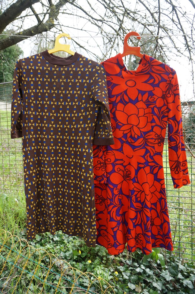 des robes années 70 ,  abstract and floral 70s dresses