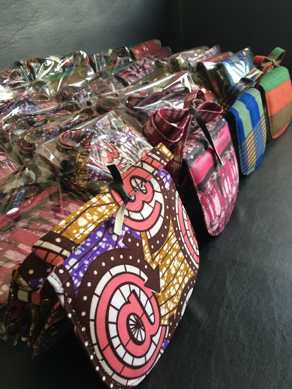 ankara bags, bags, handbags, nigerian goods, fashion and style, trendy, collection, wedding gift ideas, souvenir ideas, event planning, wedding planning, best souvenir ideas, affordable souvenirs, planning a wedding, asoebi, asoebi bella, brides to be, grooms, bridesmaid duties, bridesmaids gift ideas, bags, made in nigeria products