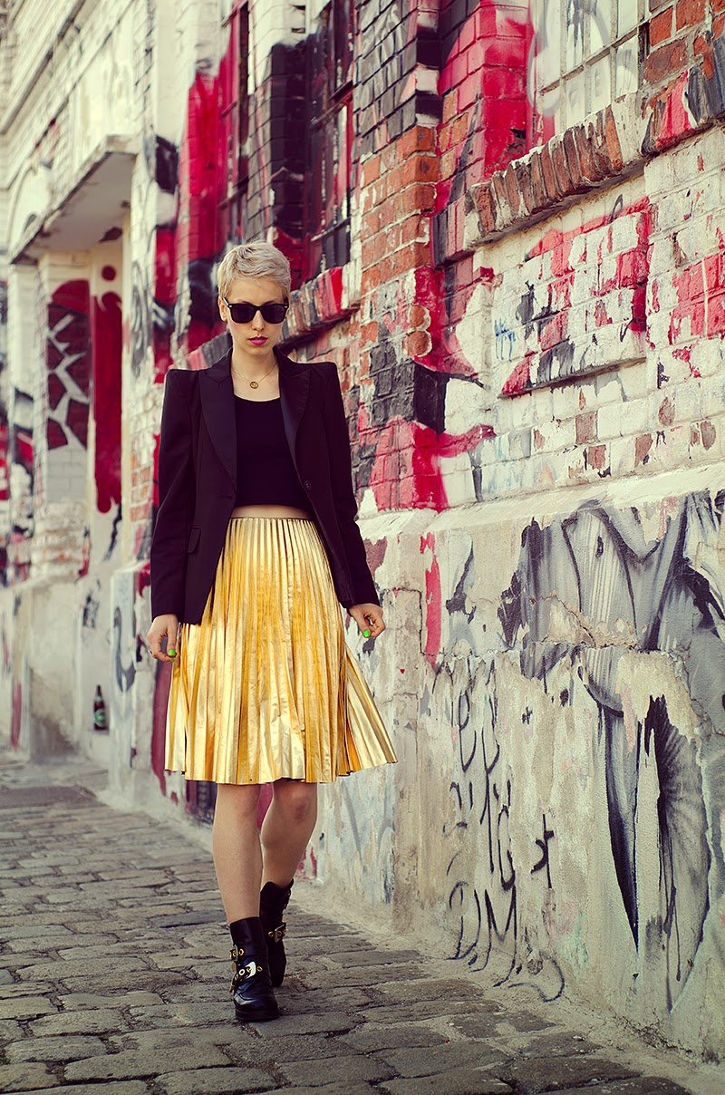 fac6b63e57 Metallic gold pleated skirt