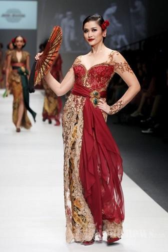 Gaun Kebaya Akad Nikah Karya Desainer Anne Avantie