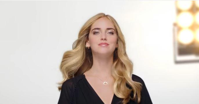 Modello e modella Pantene pubblicità con formula intelligente  con Foto - Testimonial Spot Pubblicitario Pantene 2017