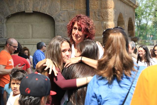 Lágrimas en la despedida por el cierre del colegio La Milagrosa
