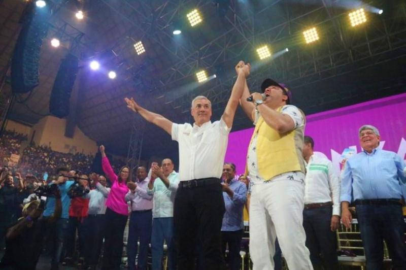 """Video: El Pachá le canta al """"Presidente de la camisa manga corta"""""""