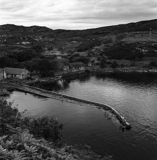 Kevin Percival, fotos en blanco y negro chidas, imagenes de soledad, lugares abandonados, casas, montañas, lagos,
