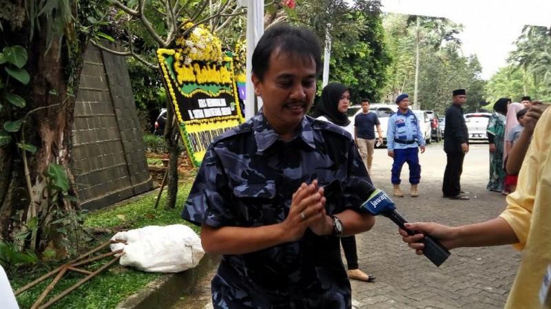 Roy Suryo menyepelekan persoalan SBY meminjam mobil dinas Jokowi