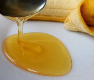 topeng muka daripada pisang dan madu lebah