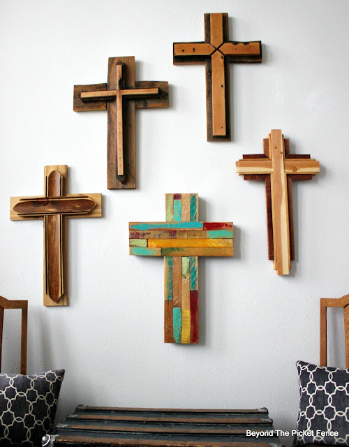 cross, Easter decor, barn wood, rustic cross, reclaimed wood, salvaged, woodworking, http://bec4-beyondthepicketfence.blogspot.com/2016/02/reclaimed-wood-crosses.html