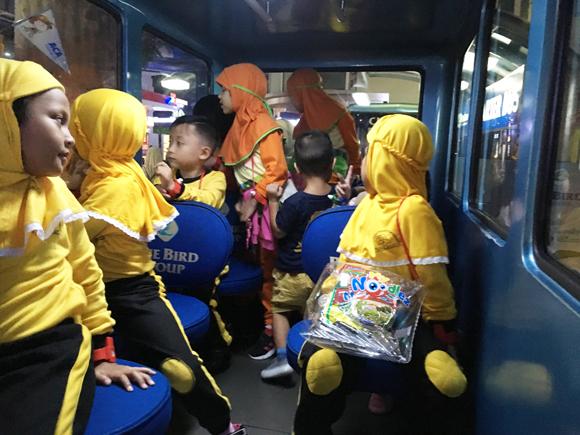 naik bus di kidzania