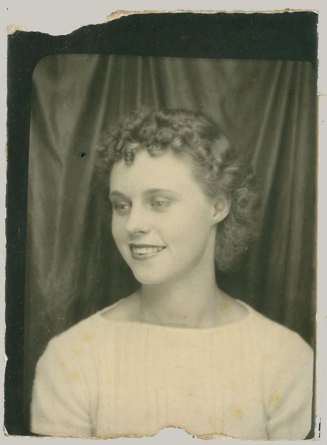 35 Beautiful Vintage Photobooth Portraits Of Women From