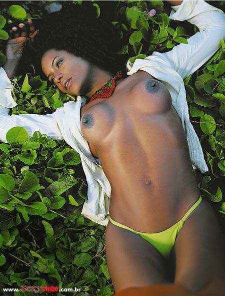 Adriana Bombom pelada nua na sexy 14