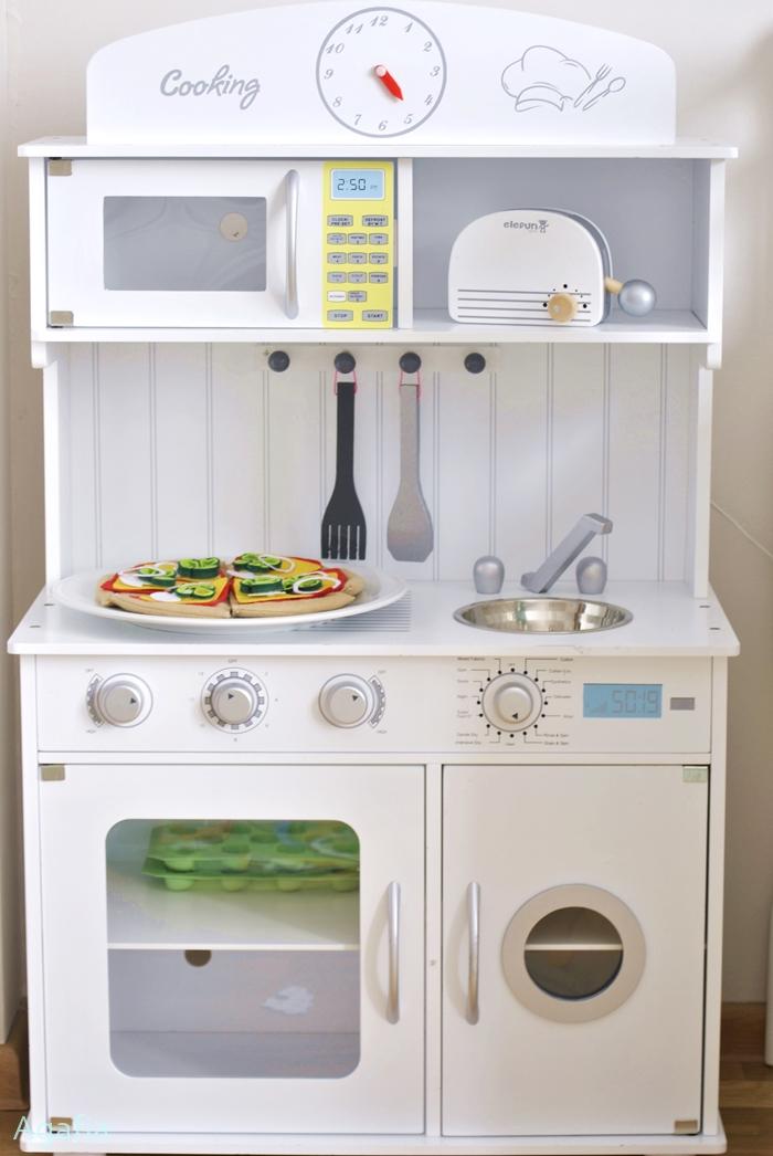 O zabawkach, czyli inspiracja do stworzenia wyposażenia kuchni dla dzieci.