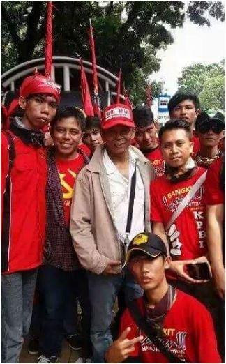 WASPADA PKI BANGKIT..!! Beredar Foto Orang-Orang Dengan Kaos PKI Di Media Sosial