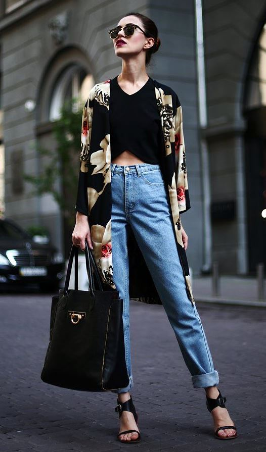 how to wear a printed cardi : bag + boyfriend jeans + sandals + crop top