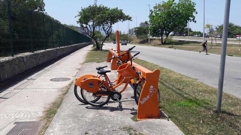 Estação Bike Rio perto do Bosque da Barra