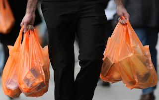 Να τι έκαναν οι Έλληνες όλες αυτές τις σακούλες που έπαιρναν από το σούπερ μάρκετ