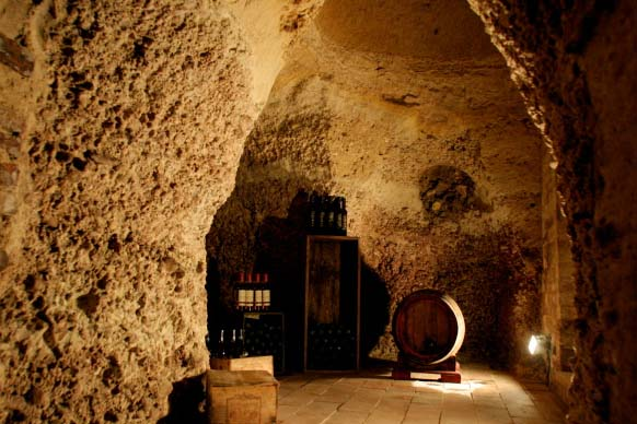 palazzo wine cellar, image via DaVinci Properties as seen on linenandlavender.net