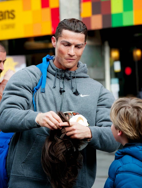 HEBOH Cristiano Ronaldo Nyamar Jadi Pengemis Lucu Unik Dan