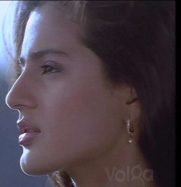 Badri Movie Images With Quotes: Ameesha's Cute Face From BADRI Movie