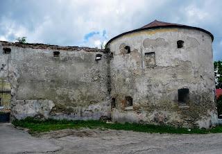 Жовква. Мури і сторожова вежа Домініканського монастиря