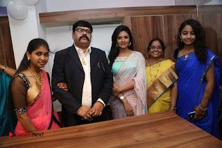 Sreemukhi Launches Manvis Saloon  0057.jpg