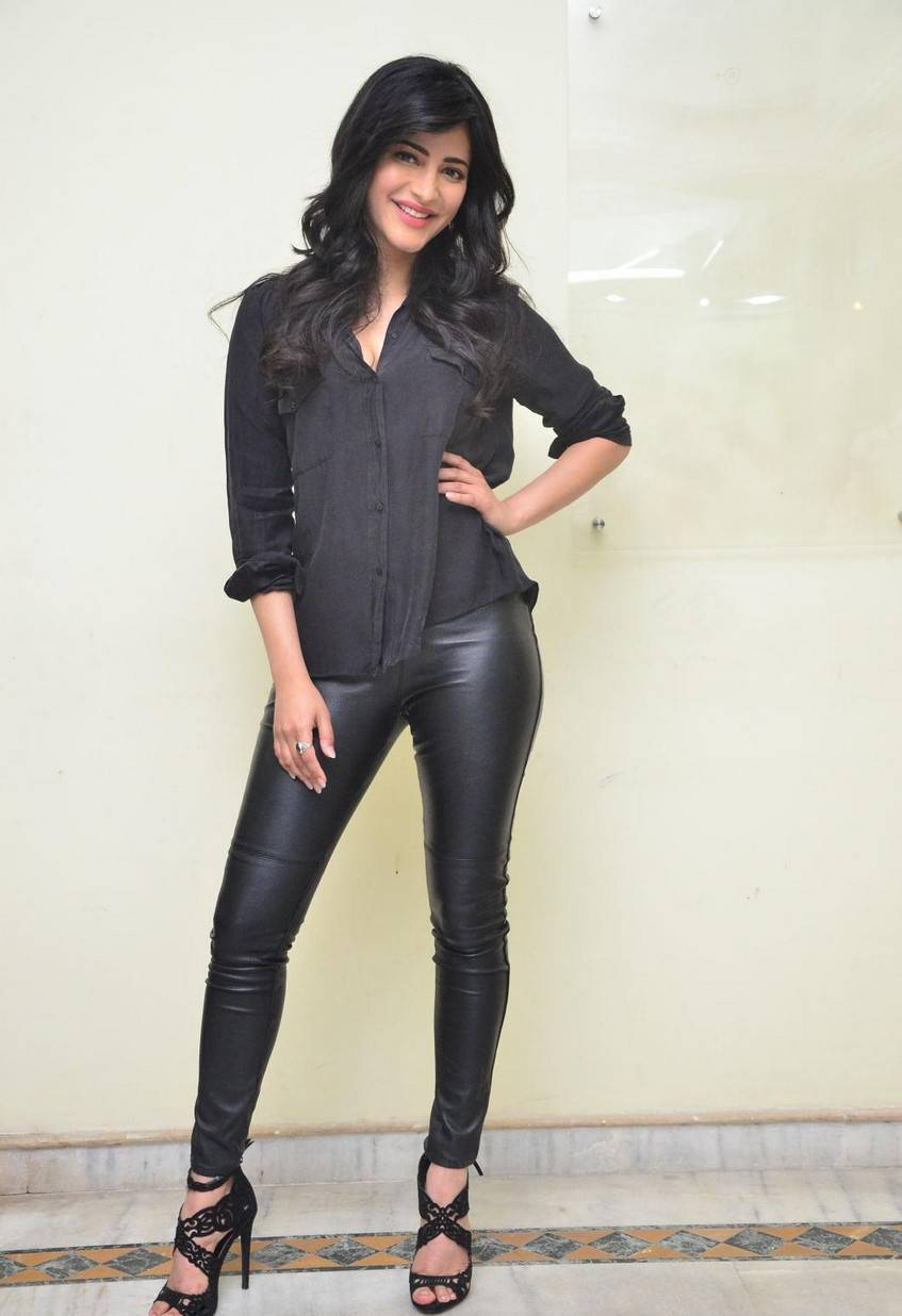 Indian Girl Shruti Haasan Long Hair Photos In Black Shirt Jeans At Movie Interview