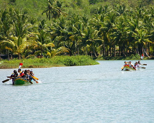Tinuku.com Travel Maron River boating along green panorama Sewu Mountains up to Ngiroboyo beach on Indian Ocean coast