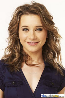 اوليسيا رولين (Olesya Rulin)، ممثلة ومغنية أمريكية من أصل روسي