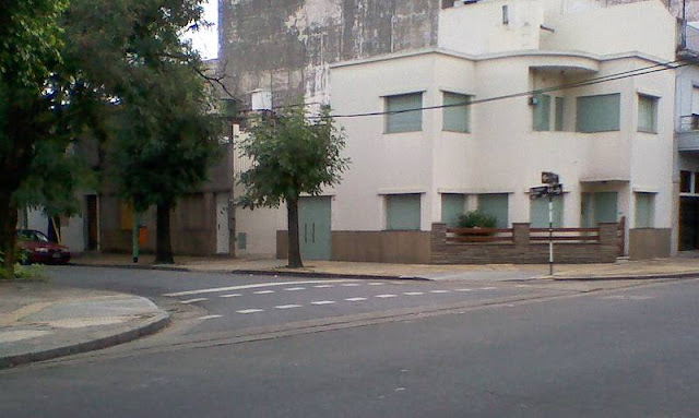 Casa moderna en esquina de la Ciudad de Buenos Aires
