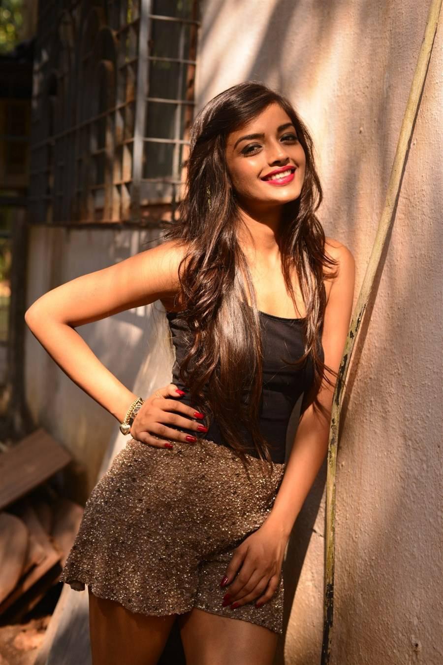 Ashna Zaveri Photoshoot Stills, Ashna Zaveri hot Pics in Skirt & Top