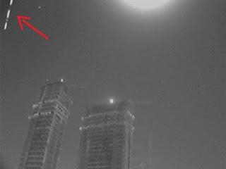 Foguete chinês que está caindo na Terra é observado no céu de JP; confira fotos e vídeo