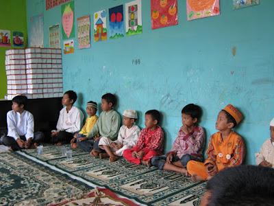 Rumah_Aqiqah_Bekasi_dibagikan ke anak yatim