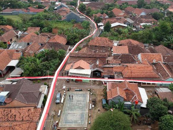HUT RI-73: Sepanjang Jalan Kampung Beratap Kain Merah Putih