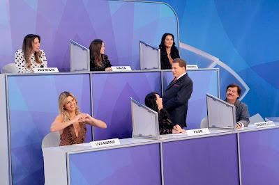 apresentador durante o 'Pontinhos' (Crédito: Lourival Ribeiro/SBT)