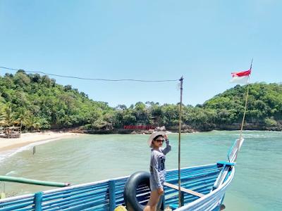 Pantai Ngliyep merupakan pantai yang sudah banyak dikenal oleh wisatawan. Foto oleh @dephypus
