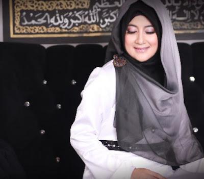 Hijab Ala Pipik Dian Irawati Simple Anggun
