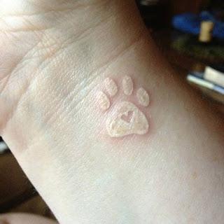 foto 9 de la tinta blanca en los tattoos