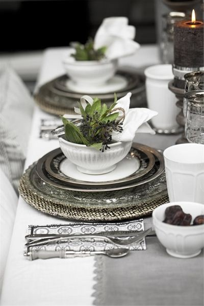 Designs For Daley Living Holiday Table Settings