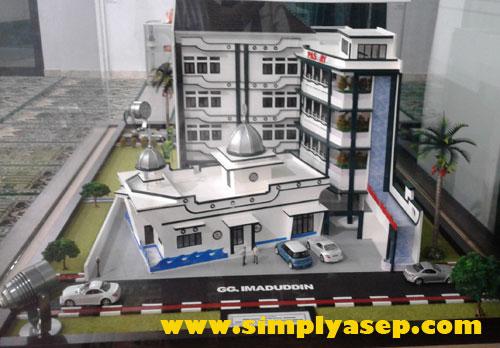 PENGEMBANGAN MASJID : Inilah maket masjid Kapal Munzalan2 dengan sejumlah rencana pengembangannya di masa depan Insya Allah. Foto Asep Haryono