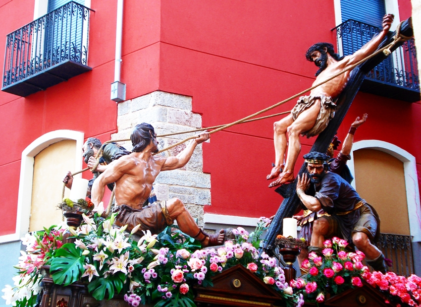 Paso de la Exaltación de la Cruz. Cofradía del Dulce Nombre de Jesús Nazareno. León. Foto G. Márquez.