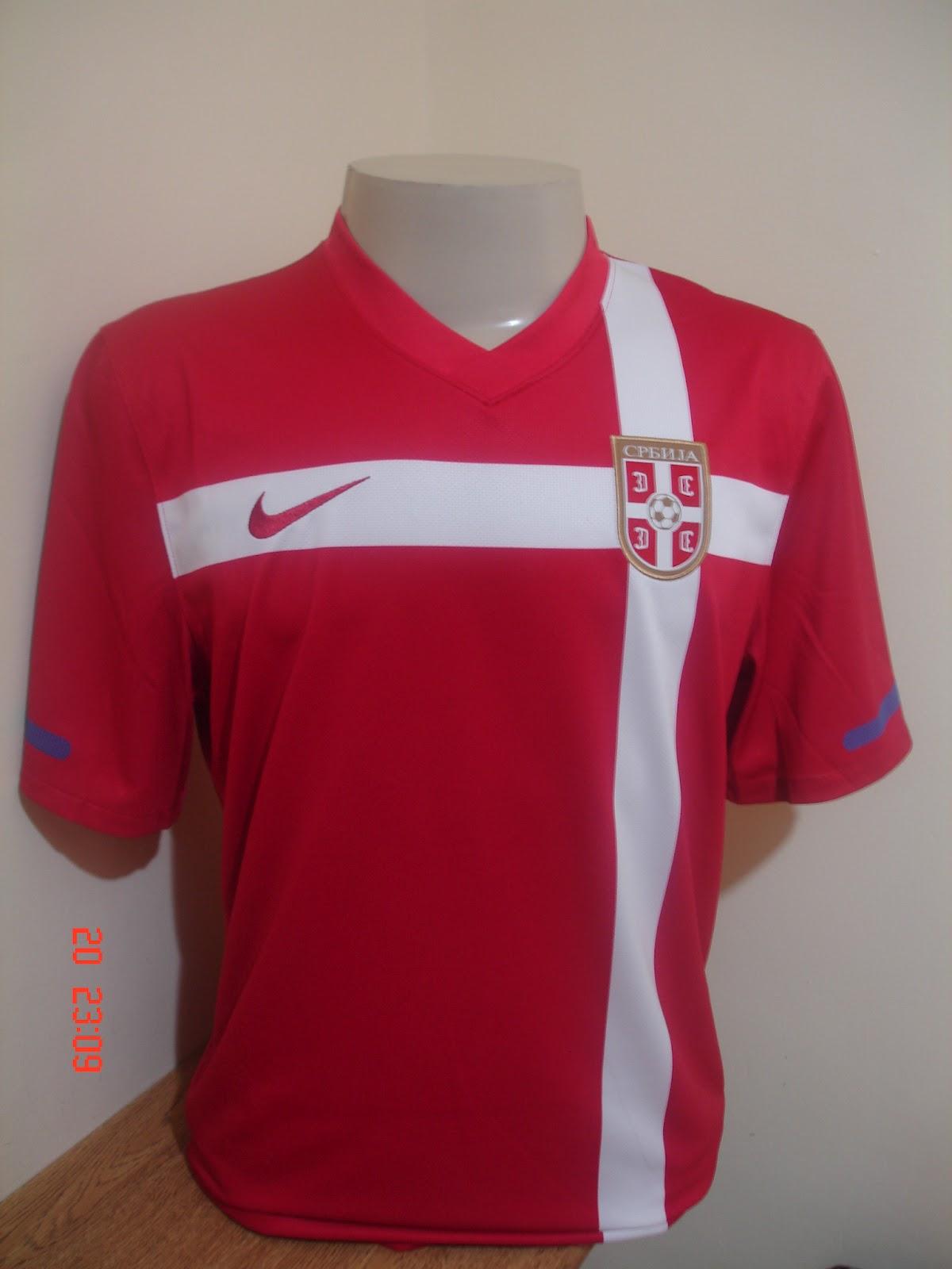 441155064 Dia 18 09 2012. Uma das camisas mais bonitas para mim é a da Alemanha na  copa de 2010. Ela é toda preta e é mais bonita do que a camisa verde de 2012