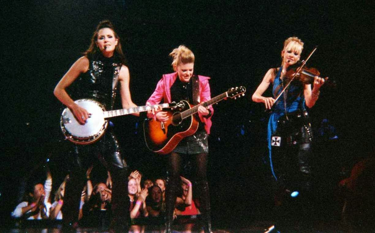 The Dixie Chicks put a country twist on Wrecking Ball & its amazing