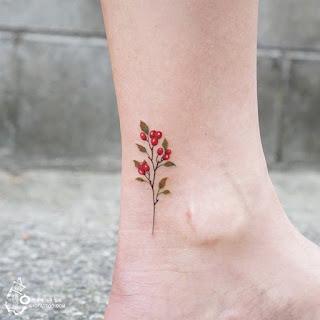 tatuaje flor roja