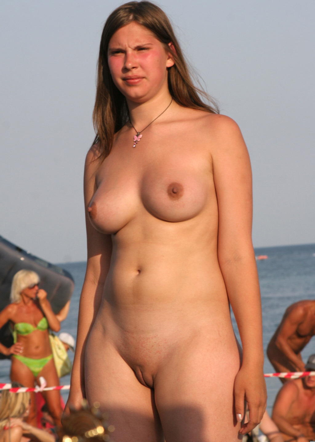 chubby nudist familly pic