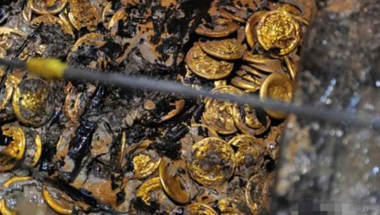 Koin Emas Berusia Ratusan Tahun