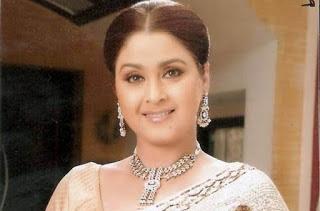 Dolly Minhas sebagai Radha Suraj Pratap Sindhia
